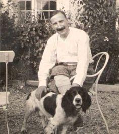 Stefan Zweig an Austrian writer, and his dog Sigmund Freud, Book Writer, Book Authors, Michel De Montaigne, Stefan Zweig, World Literature, Writers And Poets, People Of Interest, Guy Pictures