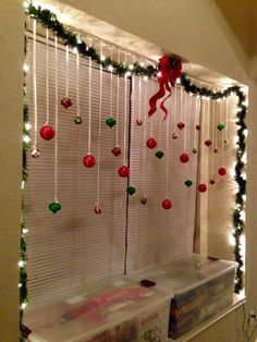 best christmas decorating trends you will love 33 Christmas Room, Grinch Christmas, Simple Christmas, Homemade Christmas, Christmas Projects, Winter Christmas, Christmas Ornament, Cheap Christmas, Office Christmas Decorations