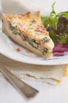 Receta de Pastel de Salmón ahumado y espinacas, ¡exquisito! - Quiche de salmón ahumado - Pastel de pescado - Recetas con salmón ahumado rápidas y fáciles