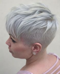 30 Nice Short Pixie Cuts in If there is something quite sute with pixie cuts, its suitability. Pixie works with almost all hair types from straight to curly, from thin to thi. Cute Pixie Haircuts, Short Layered Haircuts, Great Haircuts, Pixie Hairstyles, Short Hairstyles For Women, Ftm Haircuts, 1920s Hairstyles, Very Short Pixie Cuts, Pixie Cut Styles