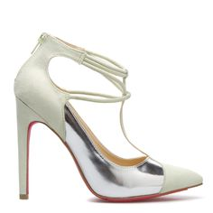 Pastels get on point with this Signature heel,  which showcases T-strap detailing and cool metallic colorblocking.