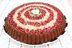 Pomegranate Cream Tart Recipe - The creamy pomegranate filling of this tasty tart recipe deliciously shows off the best of the season. Tart Recipes, Easy Cake Recipes, Cooking Videos, Food Videos, Pomegranate, Food To Make, Easy Meals, Pie, Cupcake