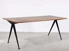 """CAFÉTÉRIA N°512 DITE TABLE """"COMPAS"""", 1953  TÔLE D'ACIER PLIÉE ET PLATEAU BOIS  70 x 180 x 80 cm"""