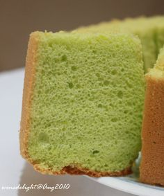 Aug 2010 I read about this pandan chiffon cake from Jane& Corner , recipe originated from Forbidden Garden . The method for this ch. Pandan Layer Cake, Pandan Chiffon Cake, Bunt Cakes, Cupcake Cakes, Cupcakes, Layer Cake Recipes, Dessert Recipes, Layer Cakes, Dessert Ideas