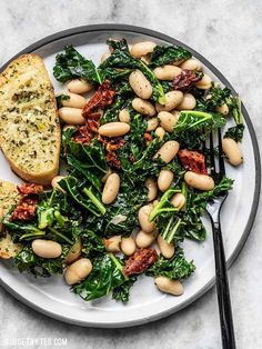 This quick Sun Dried Tomato, Kale, and White Bean Skillet is a fast, flavorful, and fiber-licious meal that is ready for perfect for weekly meal prepping. Salad Recipes, Vegan Recipes, Cooking Recipes, Quick Vegetarian Meals, Fast Healthy Meals, Nutritious Meals, Quick Meals, Delicious Recipes, Crockpot Recipes