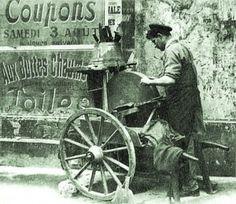 Rémouleur Knife Grinder, Wooden Wagon, Art Populaire, Cool Tools, Handy Tools, Vintage Italy, Paris City, Working People, Paris Photos