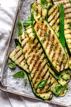 Perfectly Grilled Zucchini Recipe - Skinnytaste Make Perfectly Grilled Zucchini all summer long! Quick and easy, great as a side dish with anything you're grilling. Grilled Zucchini Recipes, How To Grill Zucchini, Grilled Food, Grilled Pizza, Zucchini Pasta, Clean Eating Snacks, Healthy Eating, Cooking Recipes, Healthy Recipes