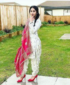 Dpz for girls Patiala Salwar, Patiala Dress, Punjabi Salwar Suits, Punjabi Dress, Anarkali, Saree Dress, Salwar Designs, Patiala Suit Designs, Kurti Designs Party Wear