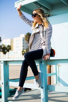 comfy, yet stylish nautical inspired look Phillips-Barton Siemer In Dior Passion For Fashion, Love Fashion, Spring Summer Fashion, Autumn Fashion, Fall Capsule Wardrobe, What To Wear Today, Weekend Wear, Everyday Fashion, Fall Outfits