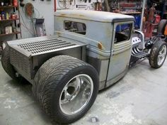 1932 Ford Pickup built for Russ Majors. Features a 354 Hemi, Custom Frame and Bed.