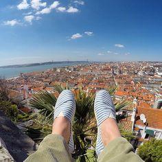 Live - now from Lisboa at Castelo São Jorge. Enjoying my new Paez. Best shoes to walk in Lisboa and for the beach lifestyle. Find them at Rua do Alecrim nr 62. Rua das Janelas Verdes nr 90. Or in Porto: Passeio dos Clérigos loja J. ☀️ @lisboalive @paez.portugal #paez #shoes #castle #lisboa #lisbon #lifestyle