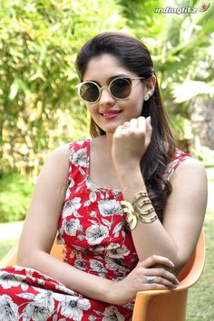 Beautiful Girl Photo, Beautiful Girl Indian, Beautiful Gorgeous, Stylish Girls Photos, Girl Photos, Surabhi Actress, Celebrity Prom Dresses, Beautiful Heroine, Dehati Girl Photo