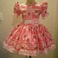 Vestido Junino da Liluart Roupas Infantis Vestidos Country, Country Dresses, Dress Outfits, Kids Outfits, Sewing Aprons, Heirloom Sewing, Kids Wear, Girl Dolls, Baby Dress