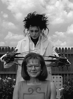 edward scissorhands, tim burton, johnny depp, dianne wiest, film, 1990, 1990s, 90s