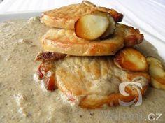 Recept na pečené vepřové kotlety se smetanovým hříbkovým krémem.