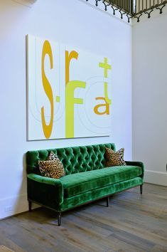 Attrayant We Love The Artwork And The Emerald Green Sofa! From Munger Interiors