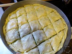 Πρασόπιτα (9) Greek Dishes, Side Dishes, Greek Pastries, Filo Pastry, Greek Beauty, Pizza, Favorite Recipes, Bread, Breakfast