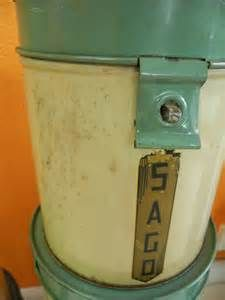 ... Page » Sold Vintage Pieces » Vintage set of 1930s tin canisters