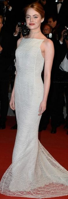 Who made  Emma Stone's jewelry and white lace gown?