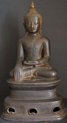 Image from http://goldentriangleantiques.com/wp-content/uploads/2012/07/Burmese-Ava-Bronze-Buddha-Stastue-117.jpg.
