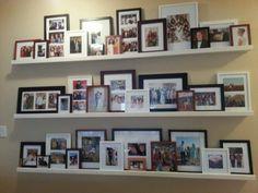 40 Creative Wall Decor Idea for Your Living Room Apartment - Rezeki Istiqomah Ana White, Photo Shelf, Picture Shelves, Picture Ledge, Hallway Pictures, Hanging Pictures, Creative Wall Decor, Creative Walls, Diy Pallet Wall