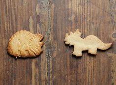 LES JURASSIQUES, FAÇON DINOSAURUS® http://www.lasupersuperette.com/2013/04/biscuits-sables-choco-dinosaures/
