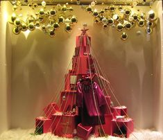 Wrap it up for christmas, window visual display. Nice tree shape display with packages Christmas Shop Displays, Christmas Window Display, Christmas Store, Noel Christmas, Visual Merchandising Displays, Visual Display, Decoration Vitrine, Christmas Windows, Store Window Displays