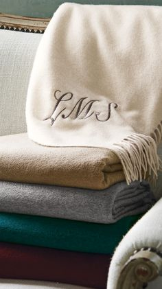 Our exceptionally soft and warm Woven Cashmere Throw is made of 100% Mongolian cashmere, which is regarded as the world's finest-quality cashmere for the extraordinary fineness and length of its fibers.