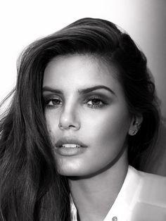 Camila Queiroz é o rosto da primeira campanha de marca gaúcha de sapatos #CamilaQueiroz #ÊtaMundoBom #Vicenza #Televizinha