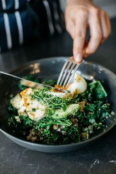 Warm Green Breakfast Bowl -- this breakfast salad has eggs, quinoa, avocado, spinach, kale and almonds. Super healthy, flavorful, seasonal, and so easy to make farm to table with fresh ingredients from the farmers market!