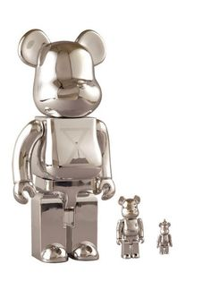 Hot on the heels of the stylish 400% Skull Bearbrick comes this elegant set designed by Jeff Staple !