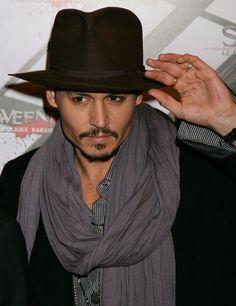 Johnny Depp People   Johnny Depp : alive and kicking...