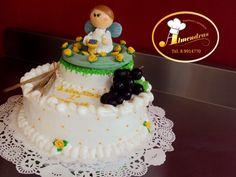 Queque de primera comunión decorado con merengue italiano.  Muñequito elaborado en porcelana fría por Laura García.