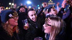 schöner Bericht über die Jugendherberge in Berlin http://www.morgenpost.de/berlin/article209136425/Berlin-feiert-froehlich-und-friedlich-ins-neue-Jahr-2017.html