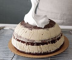 Julissa Roberts demonstrates how to get that classic dome shape and how to whip up a billowy meringue.
