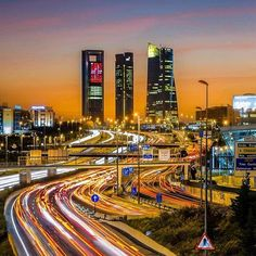 Live Madrid, ¡night and day! #Madrid #4torres #tráfico #noche #night #turismo #travel #visitspain #photooftheday #traveling #tourist Photo by @fujixperience