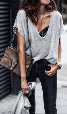 #outfits #summer gris con cuello en V T / negro Vaqueros ajustados // Fashion Style Ideas Tips