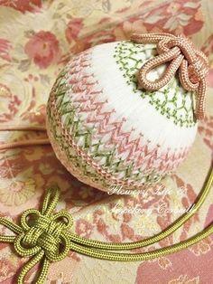 Smocked Temari-like ornament for the Japanese Girl's Festival〜雛祭り〜Smocked Temari 手まり第二弾♪ スモッキング刺繍教室 スモッキング・コルベイユ 新宿・恵比寿