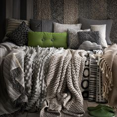 Cold weather makes us want a cozy little place like this to curl up in. Love the pop of green!