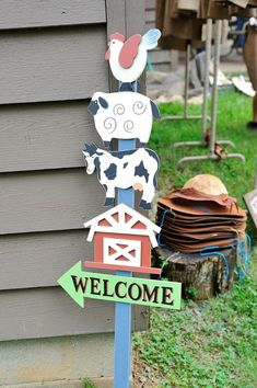 Antique Vintage Farm Party via Kara's Party Ideas : The Welcome Sign Más Party Animals, Farm Animal Party, Farm Animal Birthday, Farm Birthday, 2nd Birthday Parties, Farm Themed Party, Barnyard Party, Farm Party Kids, Party Fiesta