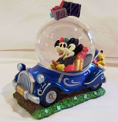 Minnie and Mickey Mouse Disney Snow Globe Christmas Holiday 8d50e2bf38e