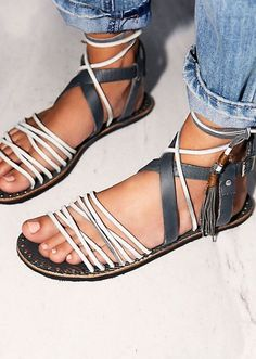 NEW Free People Gray Leather Willow Flats Gladiator Sandals Size 37 #FreePeople #Gladiator #Casual