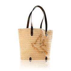 Stylová letní taška do města i na pláž z papírové slámy v přírodním odstínu. S uchy z hnědé imitace kůže, zlatavými kovovými detaily a růžovou podšívkou. Kód:27604