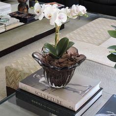 Nosso centro de murano berinjela fica lindo com um arranjo de orquídeas e o FRETE É GRÁTIS para todo o Brasil | Vendas pelo whatsapp (11)99885-8092
