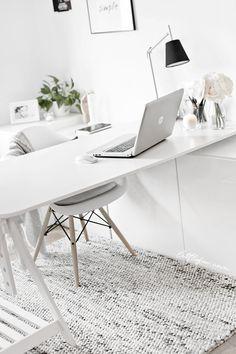 A HANDMADE RUG IN MY WORKSPACE / Littlefew.com Storage, white decor, minimal, desk, nordic style, nordic decoration, decorar despacho pequeño, ikea hack, mesa de trabajo, trabajar en casa, work at home, ikea workspace, despacho blanco, alfombra en el despacho, organization, organizar mesa de trabajo, nordic inspiration.