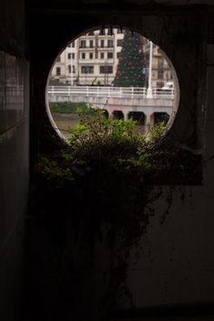 el otro lado de la orilla, la plaza del #TeatroArriaga #Estación de #LaNaja #Bilbao #Abandonado
