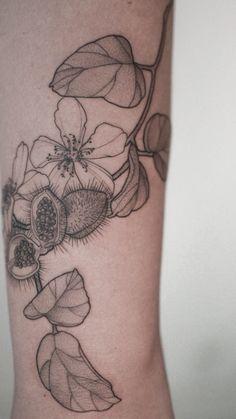 Tatuagem no estilo fineline: Acompanhe 33 tatuadores e 99 projetos - Blog Tattoo2me Tattoos, Blog, First Tattoo, Tattoo Small, Log Projects, Artists, Flowers, Style, Tatuajes