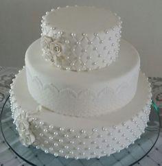 Pearls for Wedding Ivory Wedding Cake, Elegant Wedding Cakes, Beautiful Wedding Cakes, Gorgeous Cakes, Wedding Cake Designs, Pretty Cakes, Wedding Anniversary Cakes, Fake Cake, New Cake