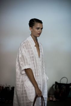 Rachel Comey white pattern deep plunge and short sleeved over sized dress Rachel Comey, Look Kimono, Cristian Dior, Quoi Porter, Mein Style, White Shirts, Mode Inspiration, Ss16, White Fashion