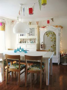 dining table and wooden chairs - via dottie angel: the many blouses of kathleen's cupboard. part une Dottie Angel, Sweet Home, Home Office Decor, Home Decor, Beautiful Interior Design, Deco Design, Inspired Homes, Dining Area, Dining Rooms
